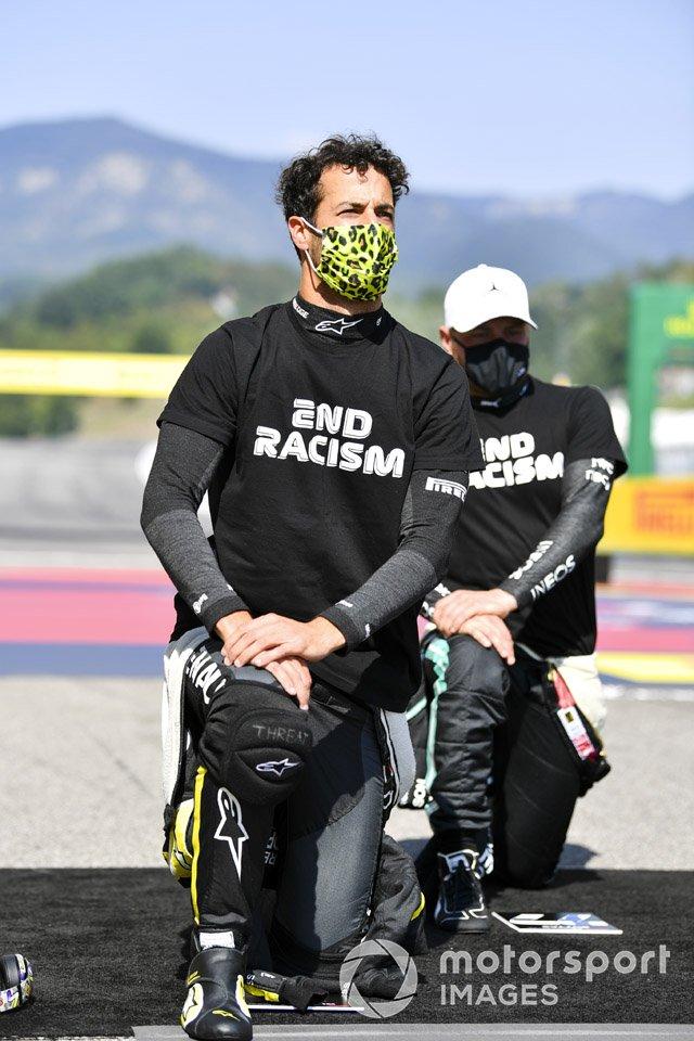 Daniel Ricciardo, Renault F1, and Valtteri Bottas, Mercedes-AMG F1, en apoyo de la campaña para el fin del racismo