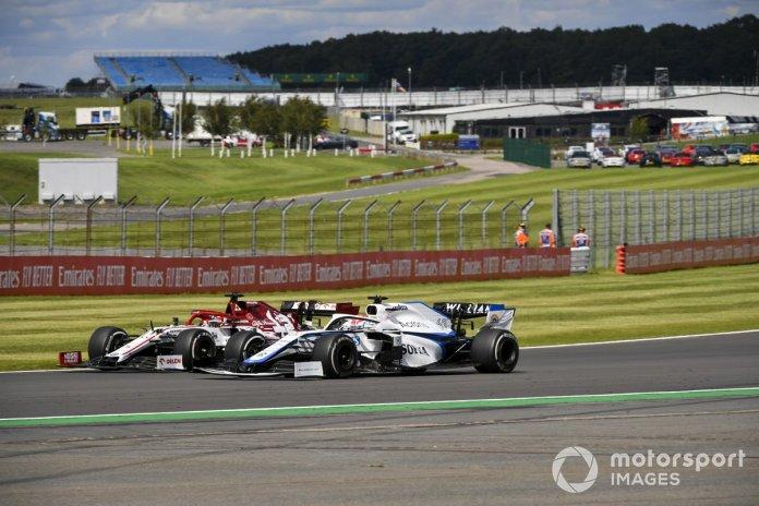 Kimi Raikkonen, Alfa Romeo Racing C39, George Russell, Williams FW43