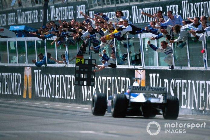 Ganador de la carrera Ralf Schumacher, Williams FW23 BMW
