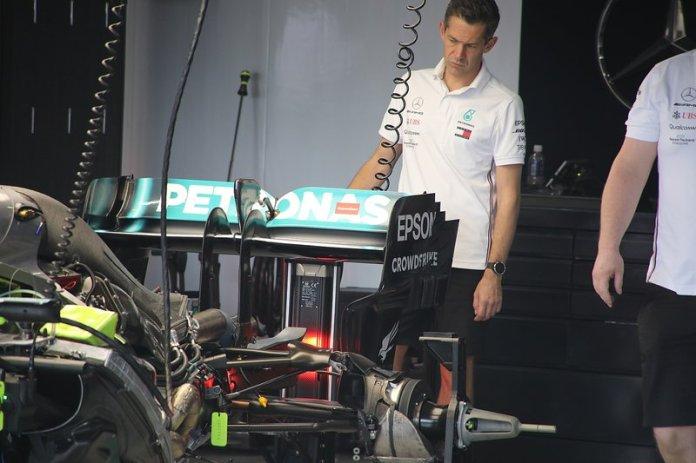 Mercedes F1 AMG W10, parte trasera
