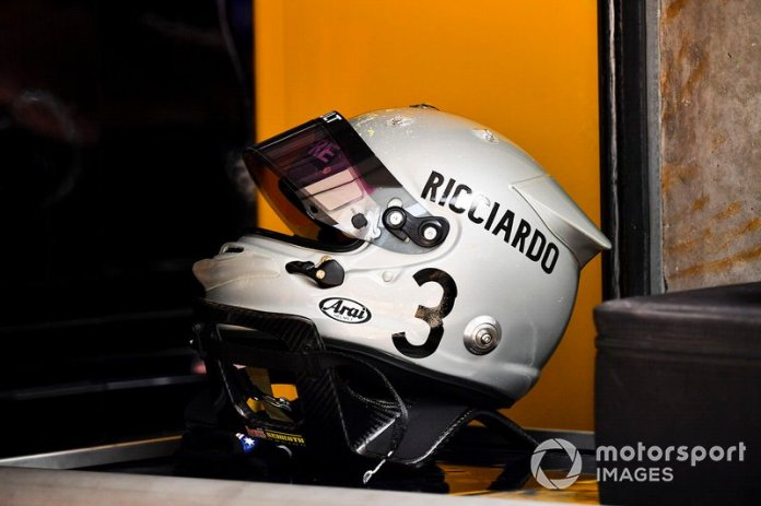 Casco de Daniel Ricciardo, Renault F1 Team, para el GP de China*
