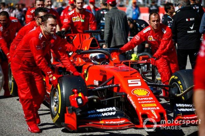 Sebastian Vettel, Ferrari, in griglia di partenza