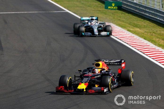 Verstappen sufrió más que Hamilton en el primer relevo