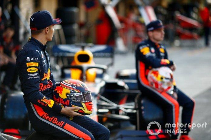 Max Verstappen, Red Bull Racing y Alexander Albon, Red Bull Racing, posan para la foto de grupo