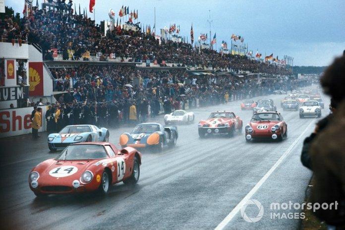 # 14 North American Racing Team, Ferrari 250LM: Masten Gregory, Charlie Kolb at the start