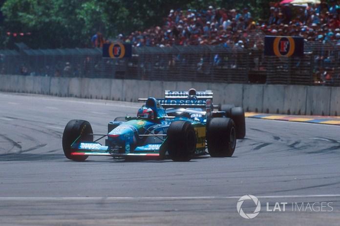 Michael Schumacher, Benetton B194 Ford devance Damon Hill, Nigel Mansell, Williams FW16B Renault