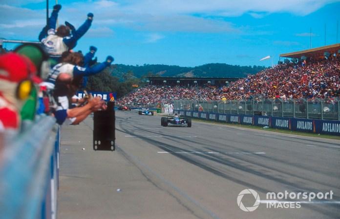 Le vainqueur Nigel Mansell, Williams FW16B