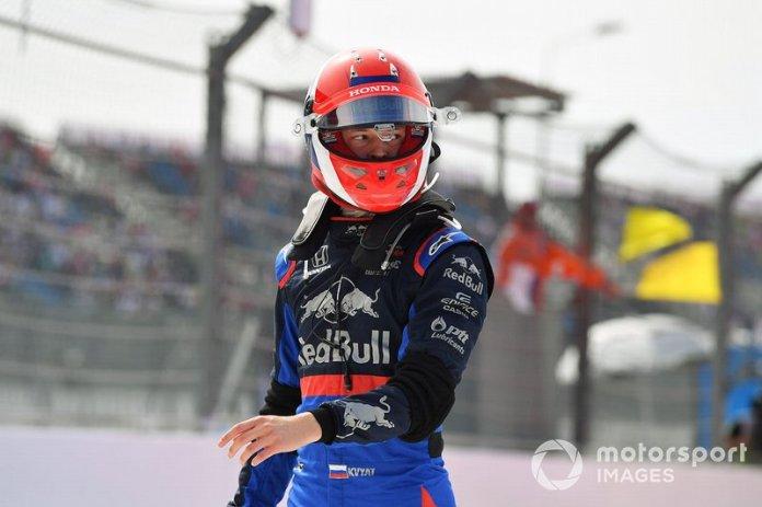 Daniil Kvyat, Toro Rosso, se detiene en la FP1