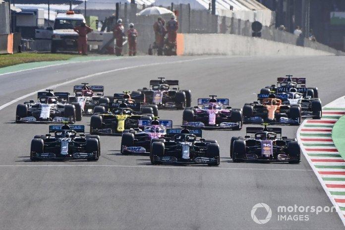 Lewis Hamilton, Mercedes F1 W11, Valtteri Bottas, Mercedes F1 W11, Lance Stroll, Racing Point RP20, Charles Leclerc, Ferrari SF1000 al reinicio