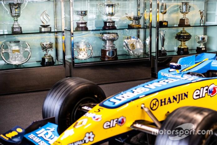 Sala de exhibición Renault R24