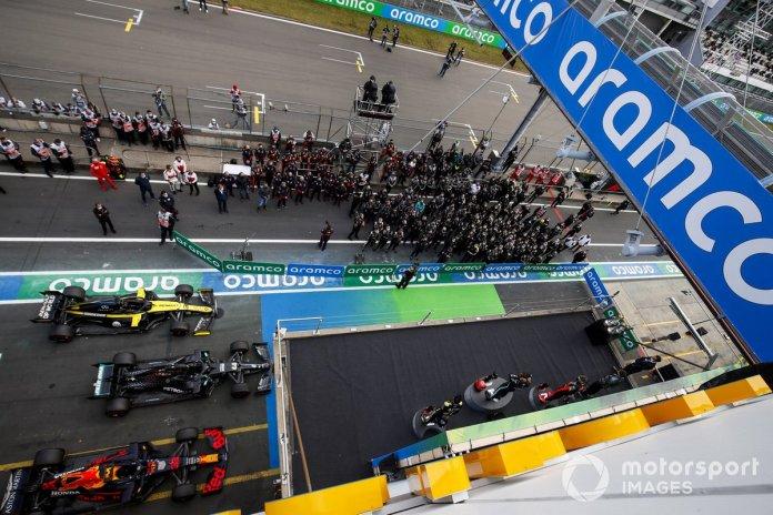 Podio: el segundo lugar Max Verstappen, Red Bull Racing ganador de la carrera Lewis Hamilton, Mercedes-AMG F1, y tercer lugar Daniel Ricciardo, Renault F1