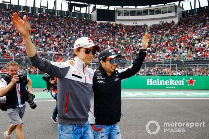 Esteban Gutiérrez, Haas F1 Team y Sergio Pérez, Force India. Por primera vez desde la década de los sesentas, dos pilotos mexicanos se alinearon en la parrilla de un Gran Premio de México.