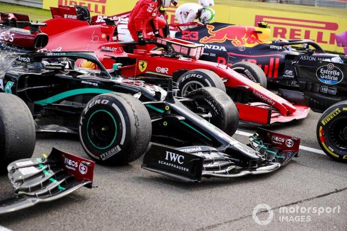 El neumático dañado del monoplaza de Lewis Hamilton, Mercedes F1 W11 en Parc Ferme