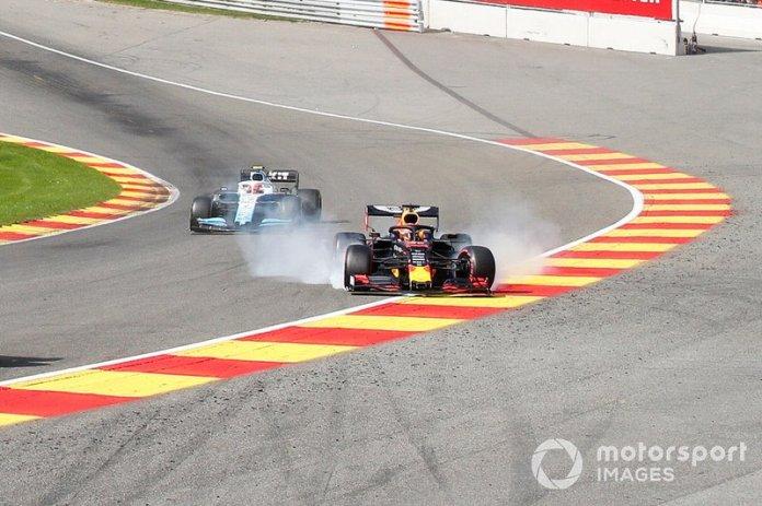 Verstappen escapa e bate na Eau Rouge