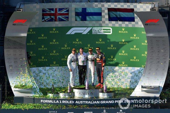 Lewis Hamilton, Mercedes AMG F1, Valtteri Bottas, Mercedes AMG F1 y Max Verstappen, Red Bull Racing