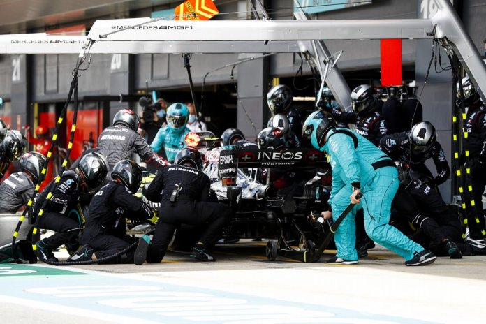 Valtteri Bottas, Mercedes F1 W11, pit stop