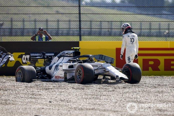 Pierre Gasly, AlphaTauri AT01 se retira después de un incidente en la primera vuelta