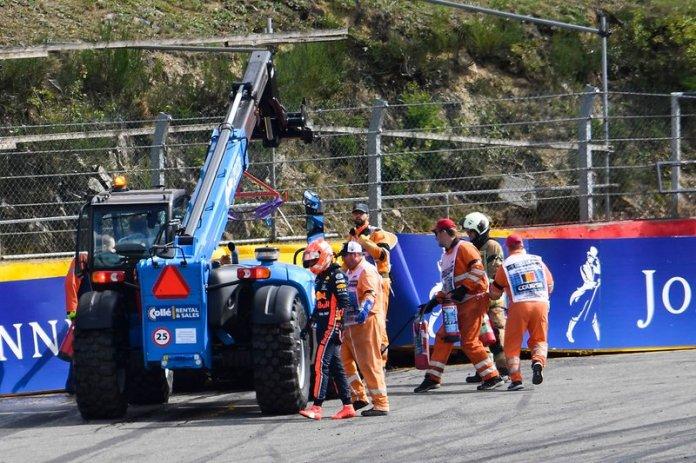 Red Bull sendo recolhida