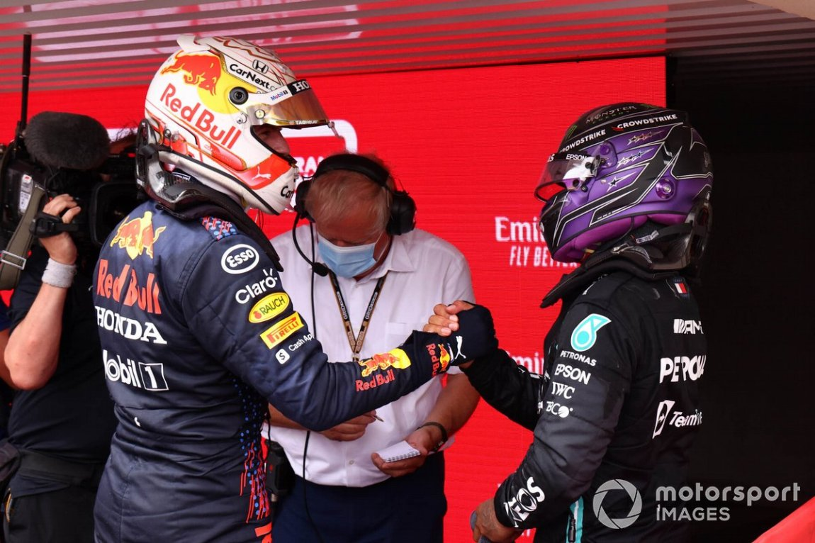 Max Verstappen, Red Bull Racing, 1st place, and Sir Lewis Hamilton, Mercedes, 2nd place, congratulate each other in the Parc Fermé