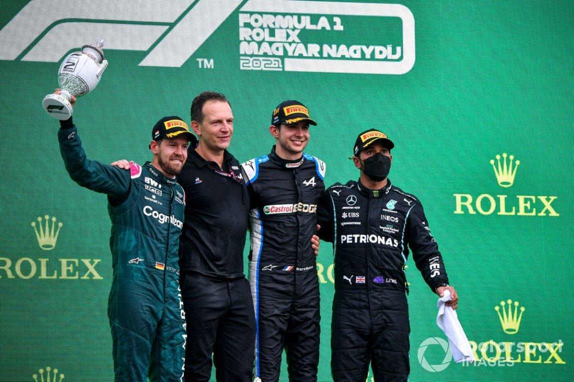 Sebastian Vettel, Aston Martin, second place, Laurent Rossi, CEO, Alpine F1, Esteban Ocon, Alpine F1, first place, and Lewis Hamilton, Mercedes, third place, on the podium