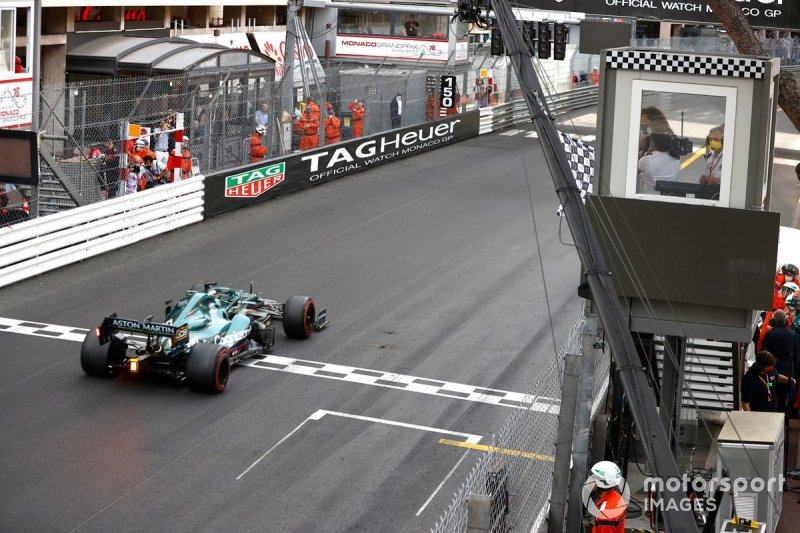 Lance Stroll, Aston Martin AMR21, crosses the line as the chequered flag is waved Tennis star by Serena Williams