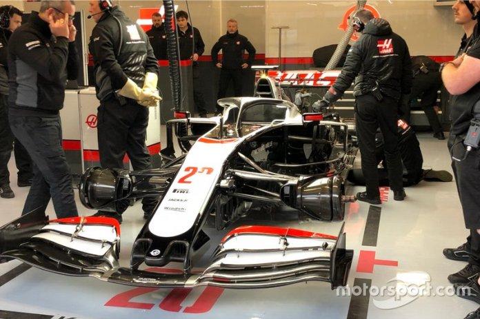 Coche de Haas F1 en el box