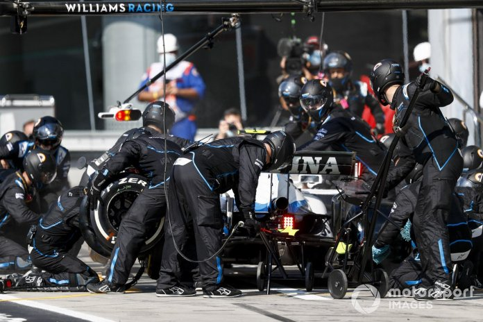 Nicholas Latifi, Williams FW43, pit stop