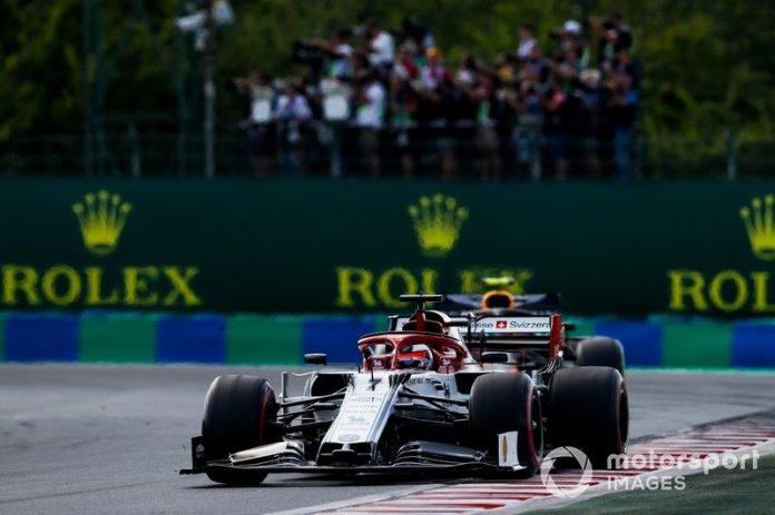 Kimi Raikkonen, Alfa Romeo Racing C38, Pierre Gasly, Red Bull Racing RB15