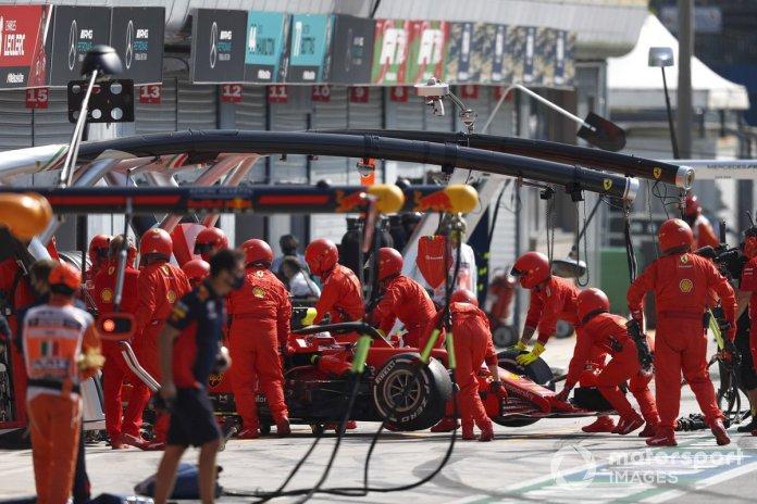 Sebastian Vettel, Ferrari SF1000, se retira de la carrera