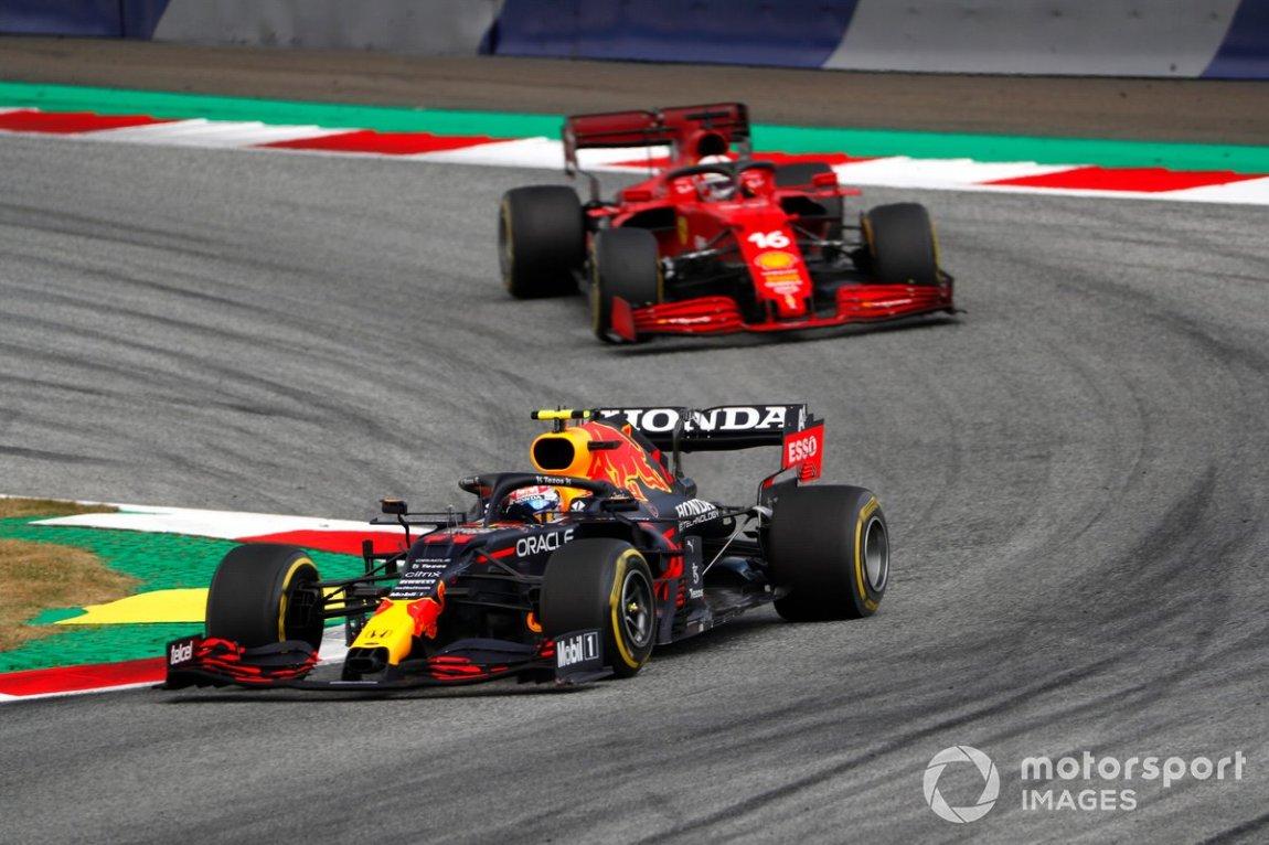 Sergio Perez, Red Bull Racing RB16B, Charles Leclerc, Ferrari SF21