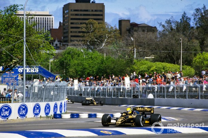 Ayrton Senna, Lotus 98T Renault, kryeson Johnny Dumfries, Lotus 98T Renault