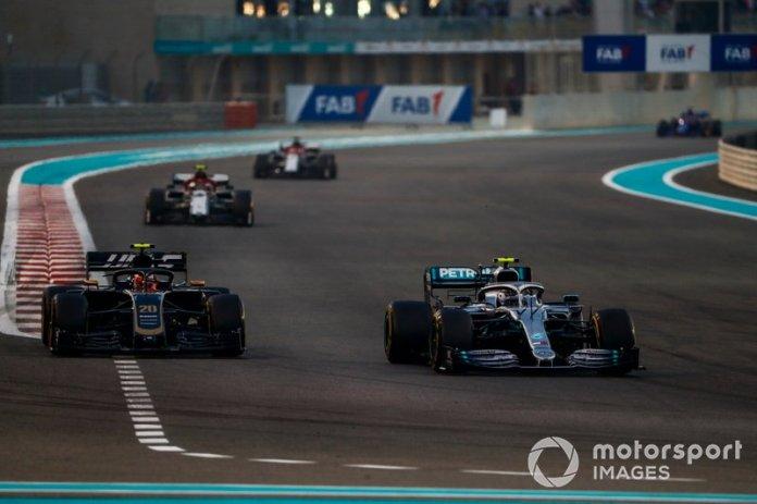 Valtteri Bottas, Mercedes AMG W10, Kevin Magnussen, Haas F1 Team VF-19, Antonio Giovinazzi, Alfa Romeo Racing C38, y Kimi Raikkonen, Alfa Romeo Racing C38