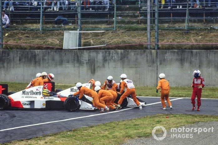En una de las carreras decisivas, en 1989, se dio uno de las finales de campeonato más polémicos. Ayrton Senna y Alain Prost se chocaron (eran compñañeros), el francés abandonó y el brasileño volvió a pista para ganar. Poco después, Senna fue descalificado, y el título cayó en manos de Prost.