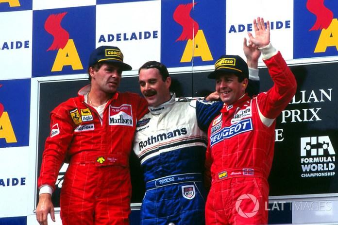 Podium : le vainqueur Nigel Mansell, Williams, le second Gerhard Berger, Ferrari, le troisième Martin Brundle, McLaren