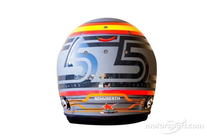 2018: el casco de Carlos Sainz en su debut con McLaren F1 en los test