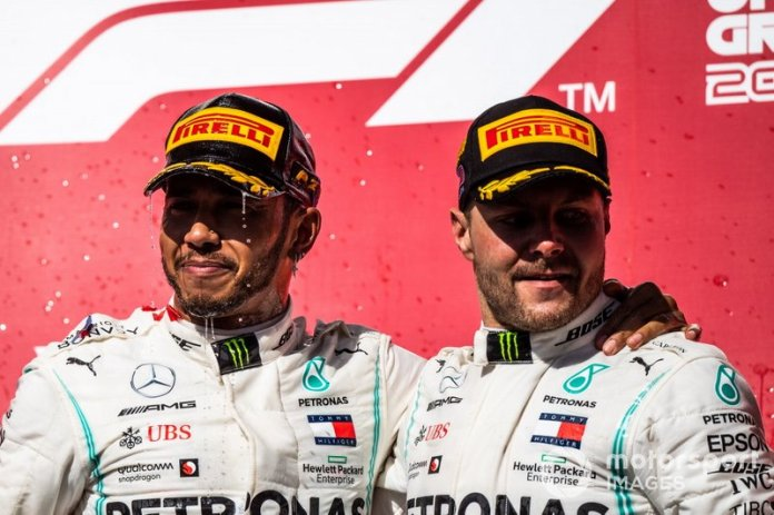 Podio: segundo lugar Lewis Hamilton, Mercedes AMG F1, ganador de la carrera Valtteri Bottas, Mercedes AMG F1
