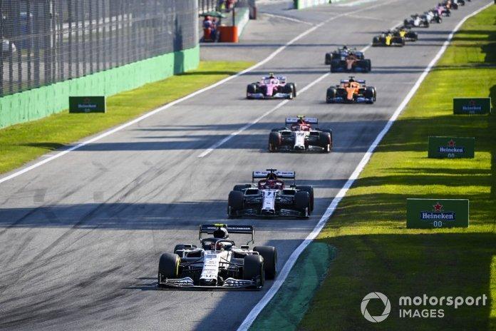 Pierre Gasly, AlphaTauri AT01, Kimi Raikkonen, Alfa Romeo Racing C39, Antonio Giovinazzi, Alfa Romeo Racing C39