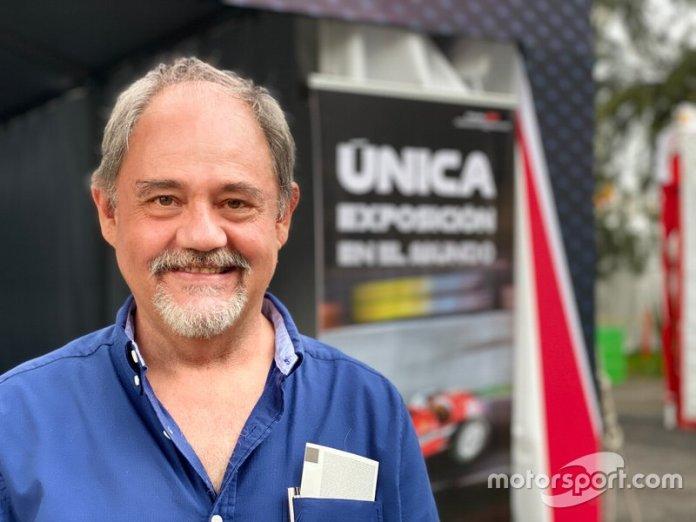 Jesús Gisholt dueño de la colección de coches miniatura de F1