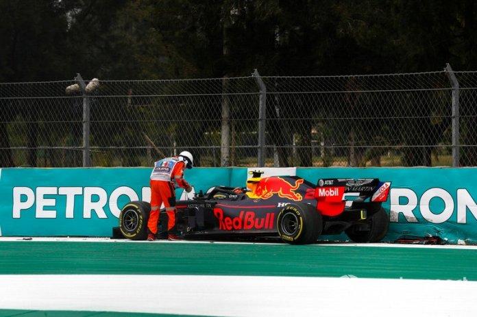 Alex Albon, Red Bull RB15 choca en la PL2
