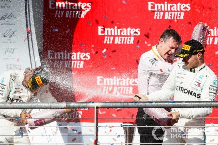 Campeón del Mundo Lewis Hamilton, Mercedes AMG F1, el ganador de la carrera Valtteri Bottas, Mercedes AMG F1 y James Allison, Director Técnico, Mercedes AMG celebran en el podio