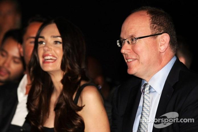 HSH Príncipe Alberto de Mónaco, con Tamara Ecclestone, en el Amber Lounge Fashion Show