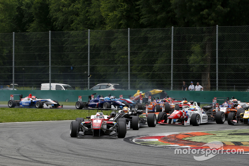 Start: Felix Rosenqvist, Prema Powerteam Dallara Mercedes-Benz leads