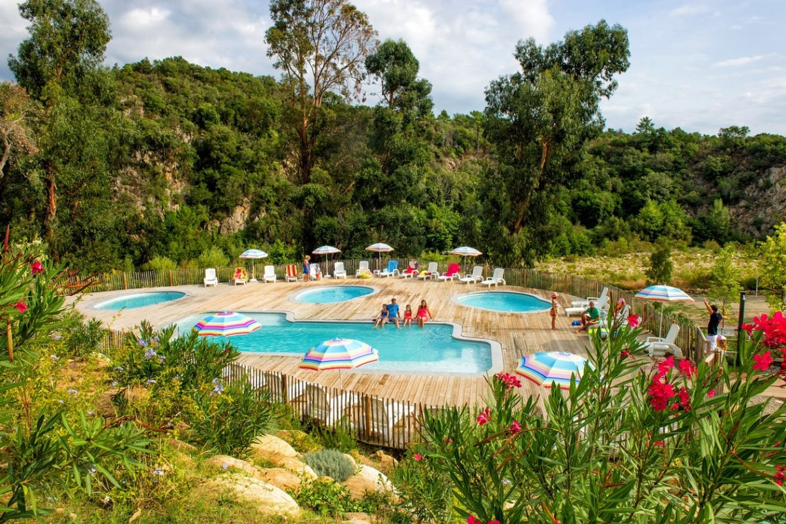glamping corse hebergements insolites avec piscine