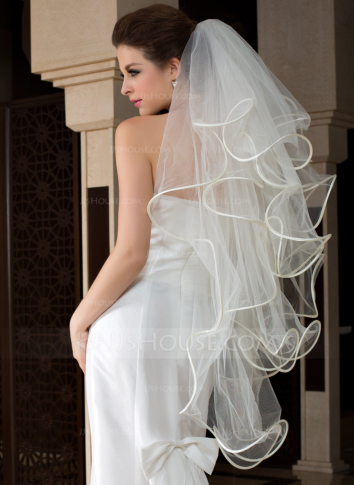 Four Tier Fingertip Bridal Veils With Scalloped Edge