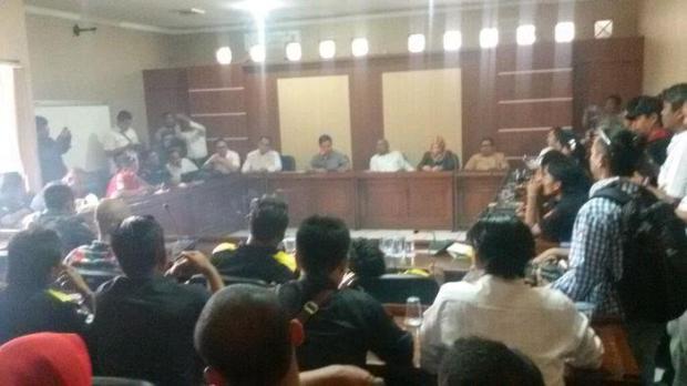 Massa Tuntut Ketua DPRD Purwakarta, Ini Alasannya