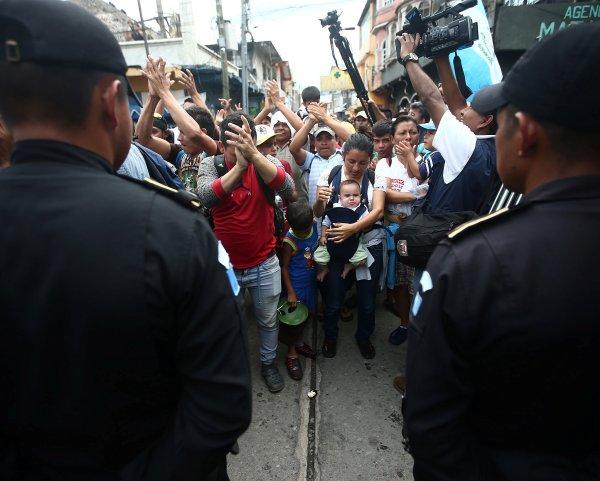 La Policía Federal de México aseguró que usó la fuerza mínima para contener a los migrantes.