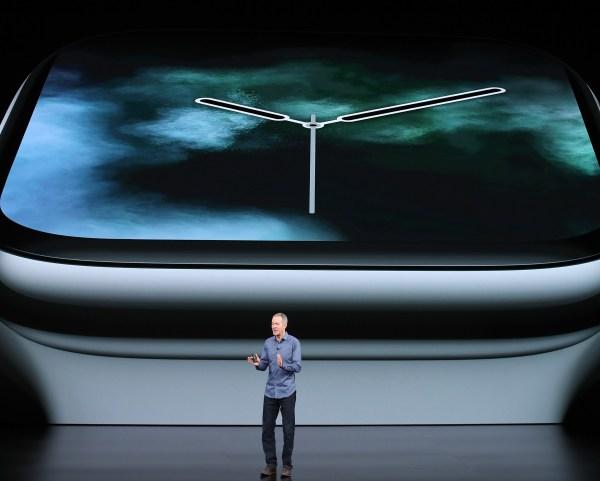 <b>Apple Watch.</b> Tiene una carátula de cerámica negra y zafiro que permitirá tener una mejor recepción celular.