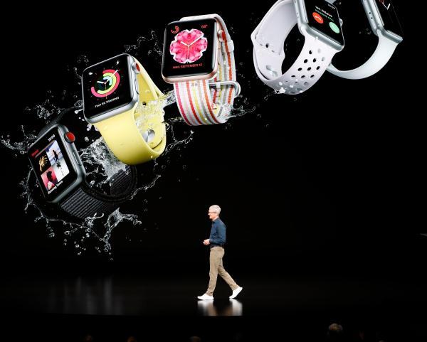 Primer producto. El Apple Watch Serie 4 fue el primer producto en ser presentado. La pantalla de esta generación es más grande que las predecesoras y tiene detección de caídas.