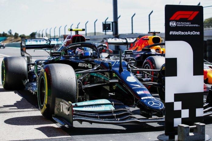 Valtteri Bottas, Mercedes W12, arrin në Parc Ferme pasi siguroi shtyllën