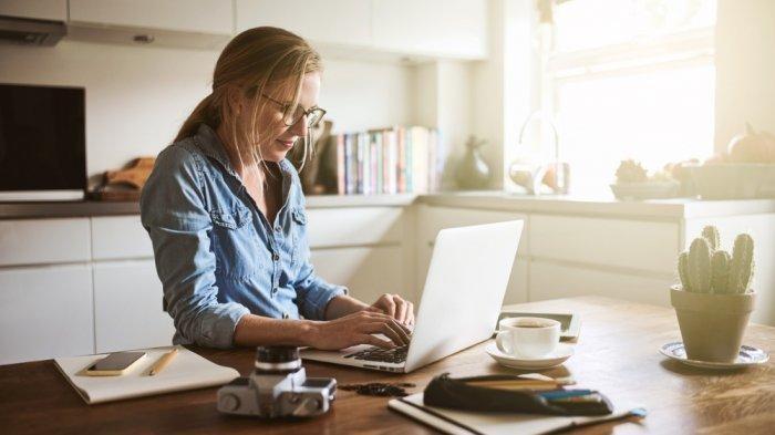 Full time, part time, internship. Bekerja dari Rumah? Simak 8 Tips untuk Meningkatkan ...